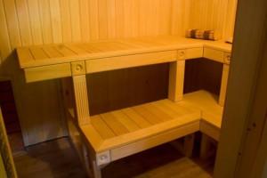 Фото правильного крепления полок в бане, svoimi-rykami.ru