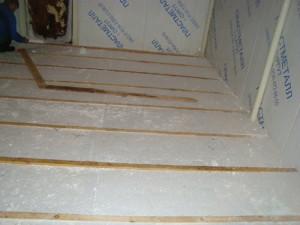 На фото - крепление утепляющей конструкции к бетонными плитам гаража, xxl-teplo.ru