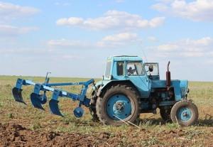 На фото - лемеха с отвалами для обработки земли, avto-motor.com.ua