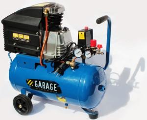 На фото - компрессор для гаража с бензиновым двигателем, elektroyug.ru