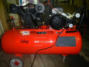 Фото поршневого компрессора для гаража, drive2.ru