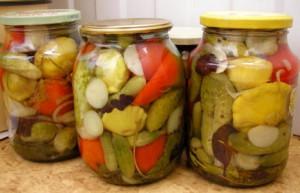Фото заготовки маринованных патиссонов с овощами, supersadovod.ru