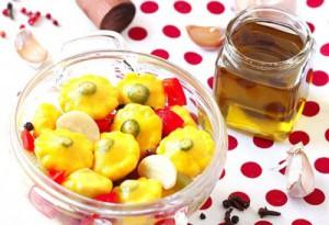 На фото - патиссоны со сладким перцем в маринаде, ovkuse.ru