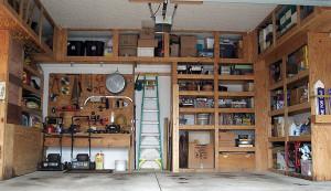 На фото - шкафы для гаража, stroyinform.net
