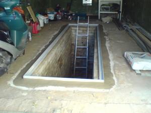 На фото - сооружение смотровой ямы в гараже, termoconnect.ru