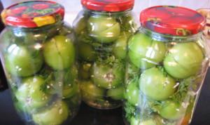 Фото острых соленых зеленых томатов с чесноком, povarenok.ru