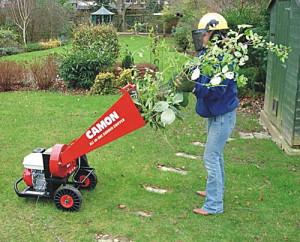 На фото - бензиновый фрезерный измельчитель садового мусора, fb.ru