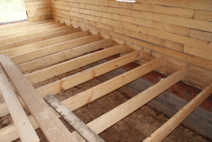 На фото - устройство деревянного напольного покрытия в бане, gotarget.ucoz.ru