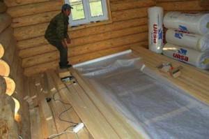 Фото укладывания гидроизоляционной мембраны на черновой пол бани, mrpol.ru
