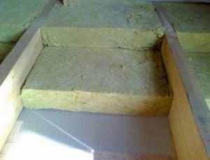 На фото - утепление потолка бани базальтовой ватой, potolokexpert.com