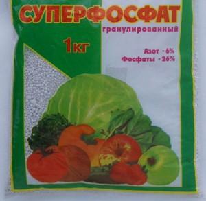 На фото - суперфосфат калия для подкормки томатов, irecommend.ru