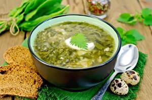 На фото - употребление щавеля в пищу, kudesi.ru
