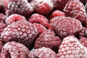 На фото - яркий цвет замороженных ягод малины, povar.ru