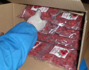 На фото - замороженные ягоды малины из магазина, zauralprodukt.ru