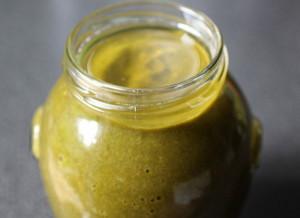 На фото - горячее зеленое пюре из щавеля, suseky.com
