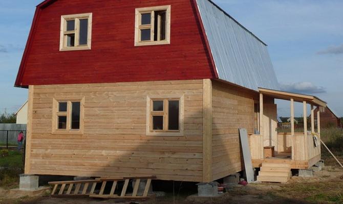 Легкий домик из шпунтованной доски фото