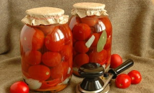 На фото - консервированные сладкие помидоры на зиму, webspoon.ru