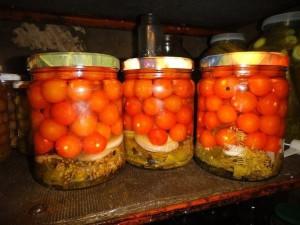 На фото - помидоры черри в сладком рассоле, amamam.ru