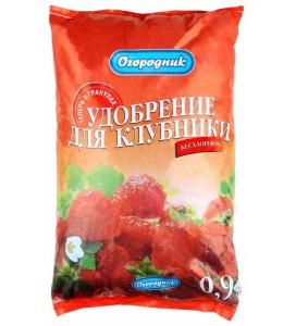 На фото - удобрение для клубники, ogorod.ua