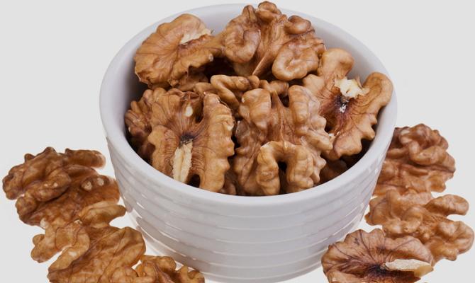 На фото - высушенные ядра грецких орехов