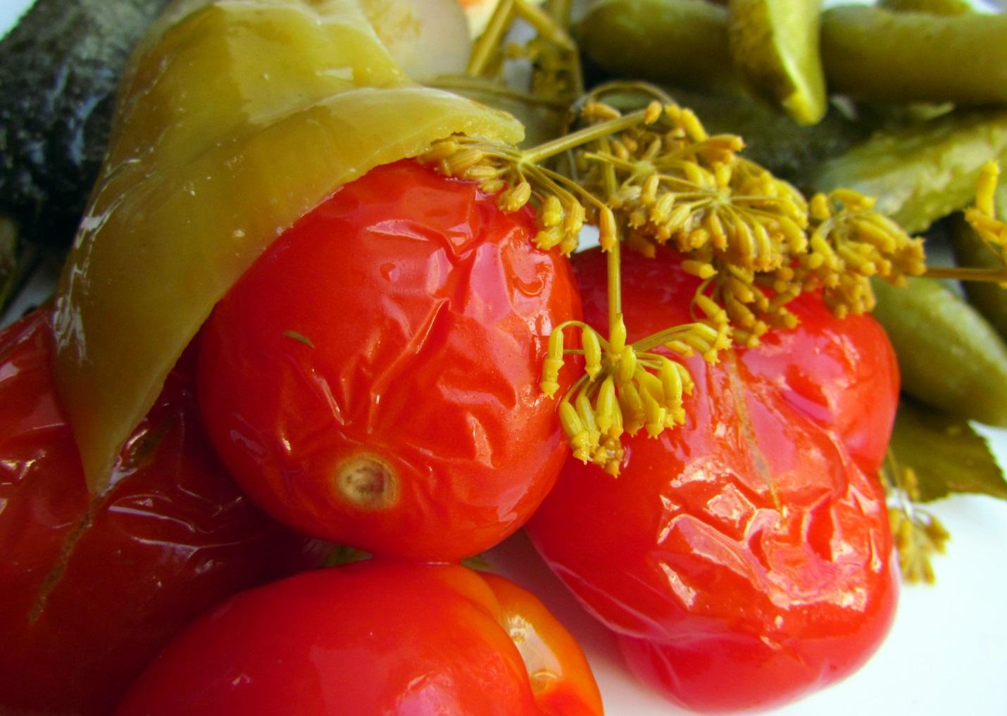 Как посолить в бочке зеленые помидоры