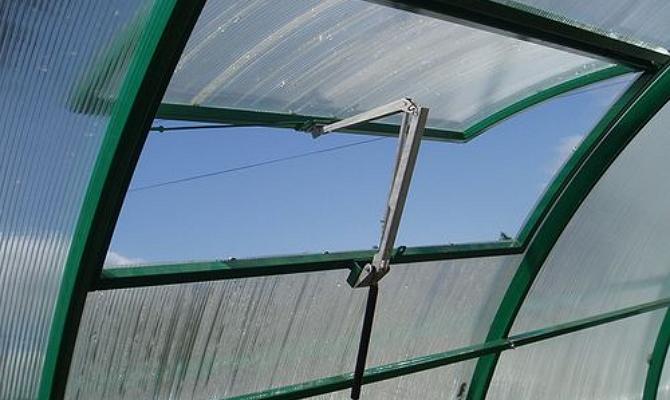 Фото гидравлической вентиляции теплицы