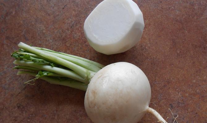 Отрезание ботвы овощей