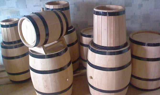 Деревянные бочки и кадки для хранения