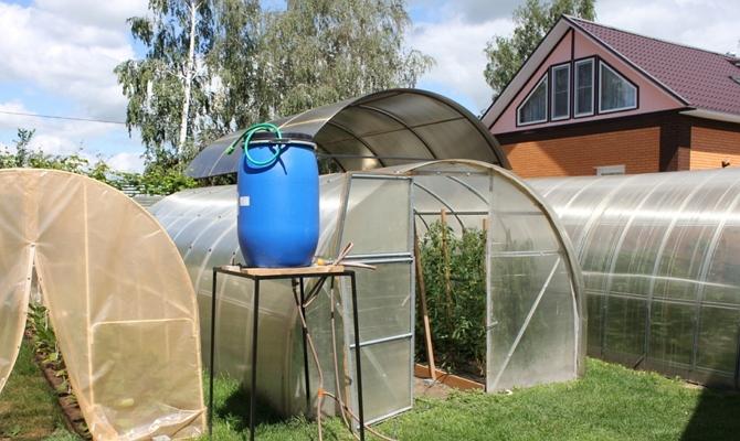Емкость для подведения воды в теплицу