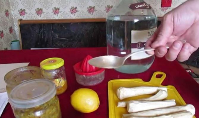 Рецепт хреновухи на водке с медом и хреном