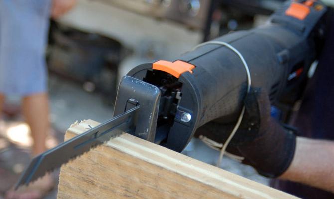 Сабельная электропила – универсальный инструмент для труднодоступных мест