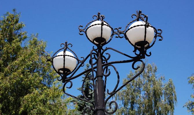 Наземные уличные светильники с высокими опорами