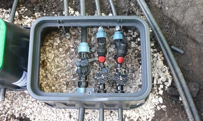 Прокладка трубопровода для автоматического полива