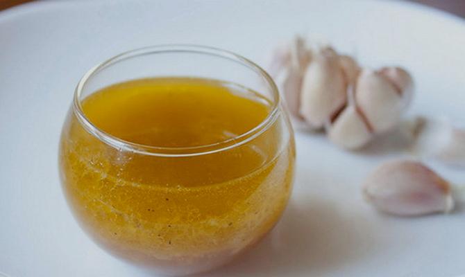 Горчичное масло с чесноком от боли в ухе