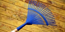 Веерные грабли – подбираем вместе удобный инструмент