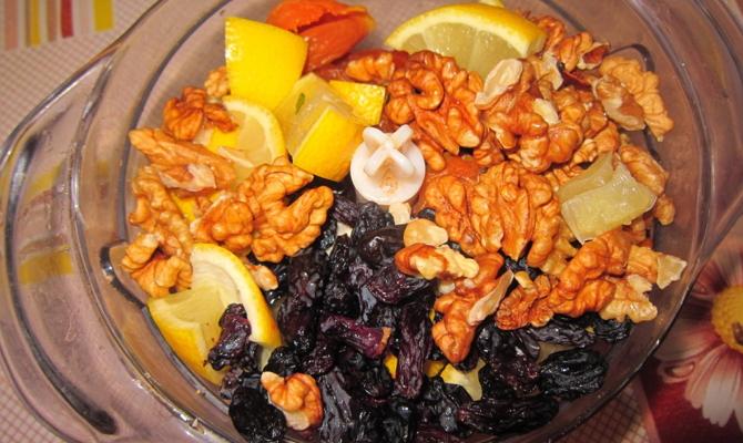 Сухофрукты с лимоном и орехами