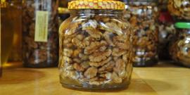 Грецкий орех с медом – все секреты полезного вкусного десерта