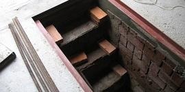 Как выкопать погреб в гараже