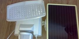 Прожектор на солнечных батареях – будущее всего уличного освещения