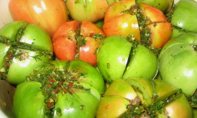 Засаливаем впрок фаршированные помидоры