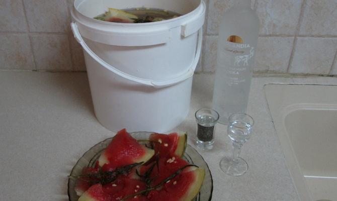 Как заготовить арбузы с капустой и яблоками?