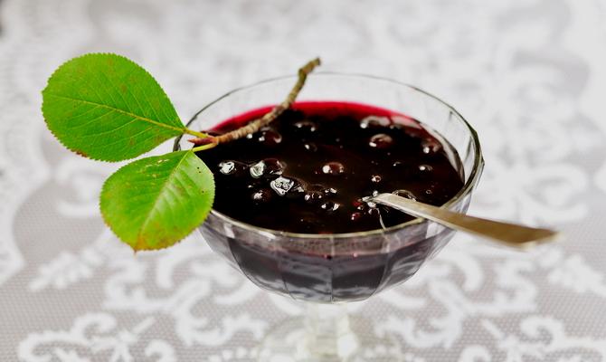 Сироп из вишневых листьев – идеальное дополнение к рябине