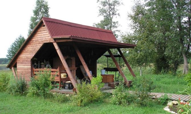 Вариант деревянной беседки для дачи – от закладки фундамента до монтажа кровли