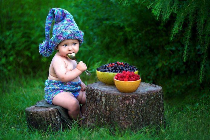 Малыш и ягоды