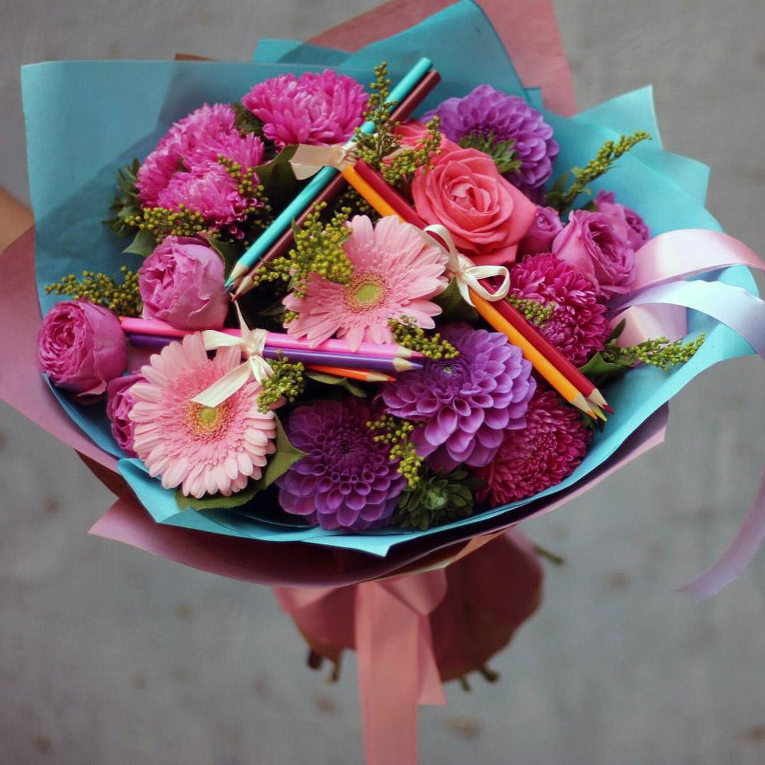 Праздники, какие цветы можно купить на 1 сентября