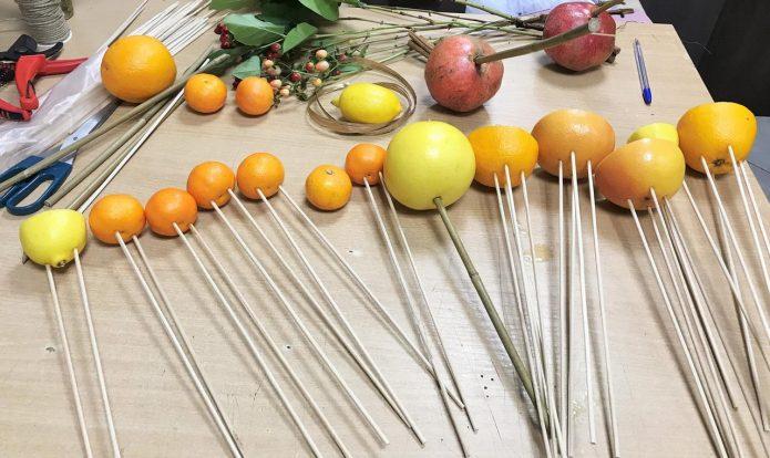 Порядок действий при создании фруктового букета