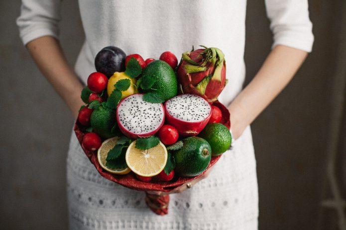 Букет из свежих фруктов